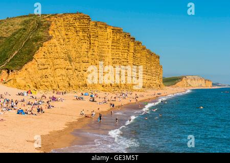 West Bay, Dorset, UK. 22nd July 2016.  UK Weather.  Wall to wall sunshine and blue sky above holidaymaker crowed - Stock Photo
