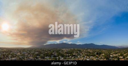 San Gabriel, California, USA. 22nd July, 2016. Super big smoke due to wild fire near hollywood over San Gabriel - Stock Photo