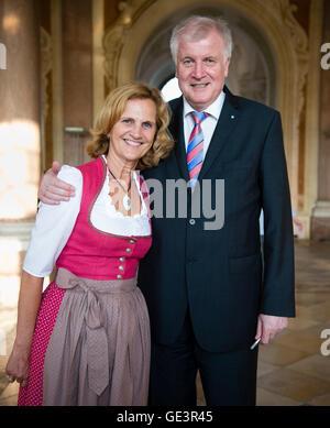 Der bayerische Ministerpräsident Horst Seehofer   Bavarian minister president Horst Seehofer (CSU) and his wife - Stock Photo