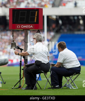 Queen Elizabeth Park, London, UK. 23rd July, 2016. London Anniversary Athletics. The track official marks the last - Stock Photo