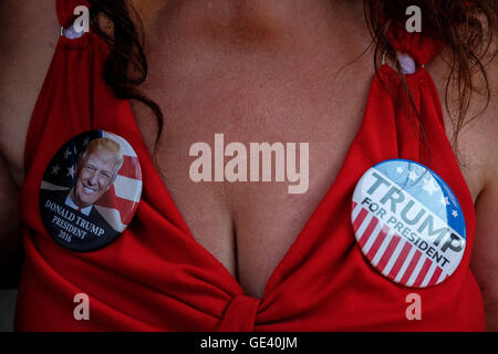 Cleveland, Ohio, USA. 20th July, 2016. A Trump supporter and her own customized dress with Trump badges. © Axelle - Stock Photo