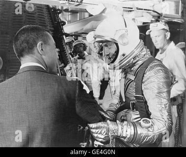 """Astronaut Virgil I. """"Gus"""" Grissom wishes Alan B. Shepard a safe flight just before insertion into the - Stock Photo"""
