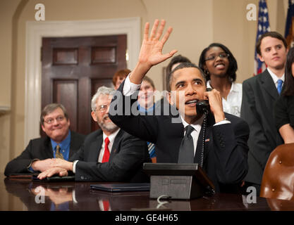 U.S. President Barack Obama, accompanied by members of Congress and middle school children,  waves as he talks on - Stock Photo
