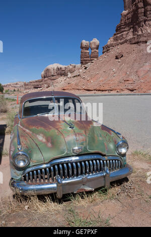 USA Utah Bluff Derelict Buick At Cow Canyon Trading Post - Buick utah