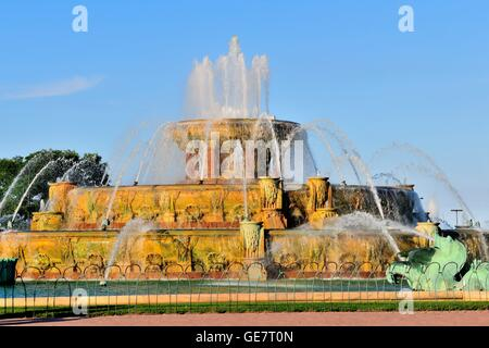 Chicago's Buckingham Fountain in Grant Park on a summer evening. The fountain was designed with sculptures by Jacques - Stock Photo