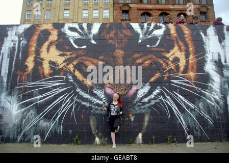 Glasgow, Scotland, UK 23rd July 2016. The Tiger mural on the River Clyde finds itself at the centre of the Pokémon - Stock Photo