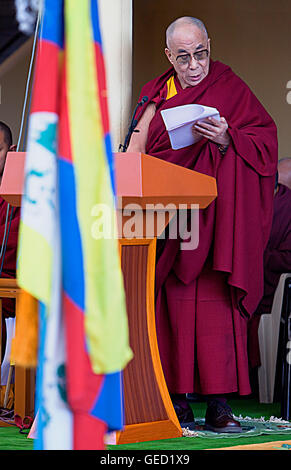 His holiness the Dalai Lama speaking about the situation of the Tibetan people in exile, in Namgyal Monastery,Tsuglagkhang - Stock Photo