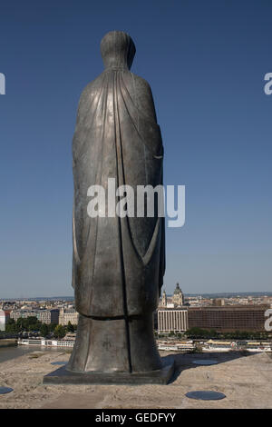 Statue on East side of Royal Palace on castle hill - Stock Photo