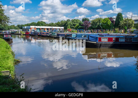 White Bear marine on the Leeds to Liverpool Canal at the Wigan spur section - Stock Photo