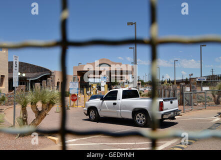 Vehicles enter the customs inspection station in Naco, Arizona, USA, from Naco, Sonora, Mexico. - Stock Photo