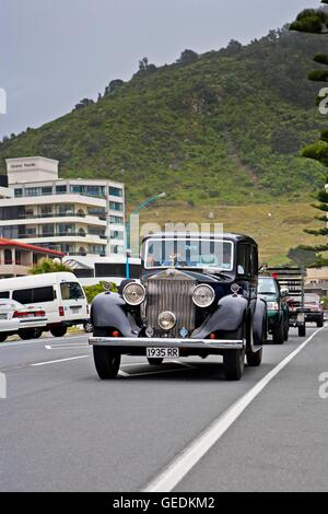 geography / travel, New Zealand, North Island, 1935 Rolls Royce being driven along the waterfront in Mt Maunganui, - Stock Photo