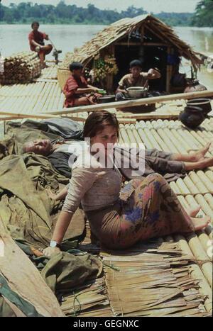 U Aung Ko, Patricia Arquette U Aung Ko (U Aung Ko) zeigt Laura Bowman (Patricia Arquette) das wahre Burma. *** Local - Stock Photo