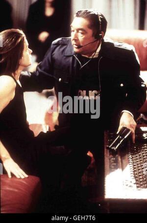Genevieve Bujold, Graham Greene Als Suzanne (Genevieve Bujold) von dem befreundeten Polizeidetektiv (Graham Greene) - Stock Photo