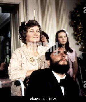 Brenda Fricker, Daniel Day-Lewis Seine Mutter (Brenda Fricker) bringt den von Geburt an spastisch gelaehmten Christy - Stock Photo