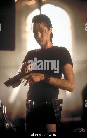 Lara Croft (Angelina Jolie) *** Local Caption *** 2001, Lara Croft: Tomb Raider, Lara Croft: Tomb Raider - Stock Photo