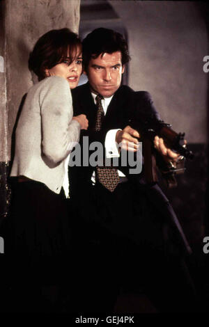 Pierce Brosnan, Izabella Scorupco *** Local Caption *** 1995, Goldeneye, James Bond - Goldeneye - Stock Photo