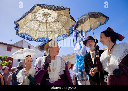Sainte Sara procession.women in traditional dress during annual gipsy pilgrimage at Les Saintes Maries de la Mer - Stock Photo