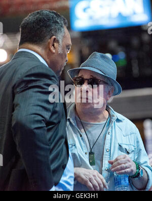 Philadelphia, USA. 24th July, 2016. Singer and songwriter Paul Simon and the Reverend Jesse Jackson, Sr. prior to - Stock Photo