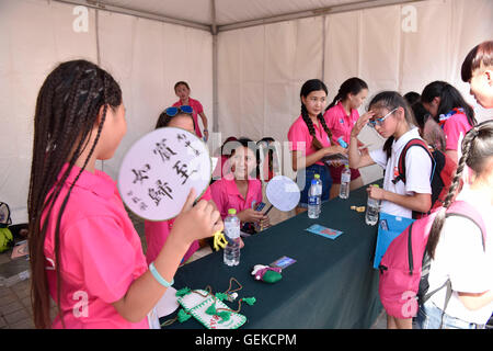 Beijing, China. 27th July, 2016. Chinese and foreign adolescents communicate with each other during the 7th Soong - Stock Photo