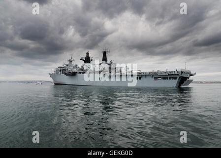 The Royal Navy 'Albion' class, assault ship HMS Bulwark - Stock Photo