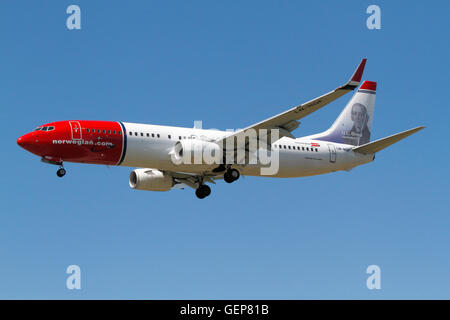 Norwegian, Boeing 737 (Hans Christian Orsted Livery) flight DY3089, LN-NGF, on final approach to Copenhagen from - Stock Photo