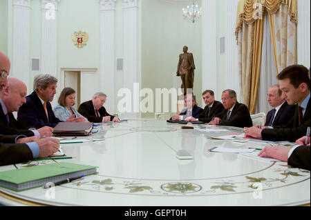 Secretary Kerry Addresses Russian President Vladimir Putin - Stock Photo