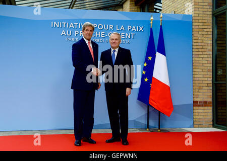Secretary Kerry Shakes Hands With French Foreign Minister Jean-Marc Ayrault - Stock Photo