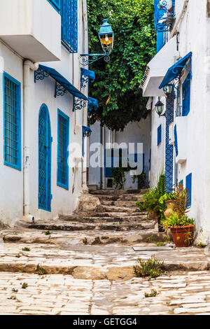 Steep and narrow cobbled alleyway in Sidi Bou Said in Tunisia. - Stock Photo