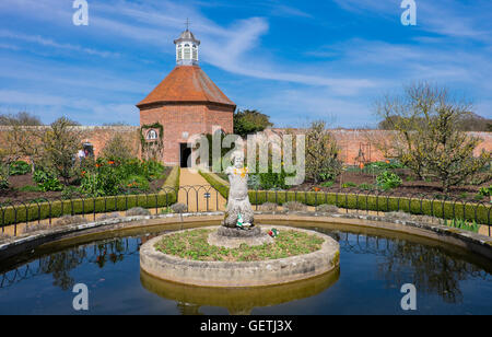 Pond and dovecote at Felbrigg Hall. - Stock Photo