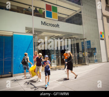 The Microsoft flagship store on Fifth Avenue in New York, on Wednesday, July 20, 2016. Microsoft reported fiscal - Stock Photo