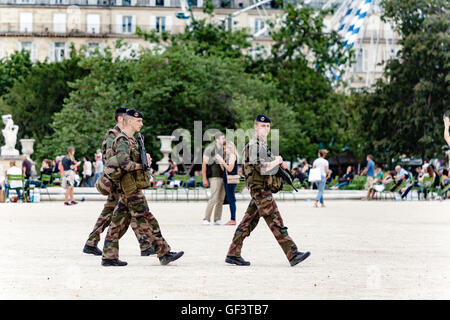 Paris, France - July 28, 2016 : Three french soldiers patrolling in Tuileries Garden near the Louvre museum. Credit: - Stock Photo