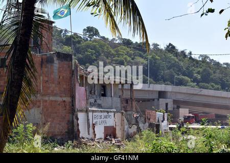 Rio de Janeiro, Brazil. 27th Apr, 2016. Destroyed apartments of the Favela Vola Autodromo by the Olympic Stadium - Stock Photo