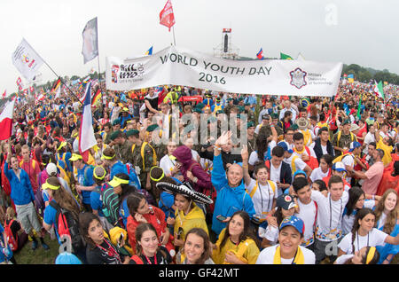 Krakow, Poland. 28th July, 2016. Pilgrims cheer at the World Youth Day 2016 during a ceremony with Pope Francis - Stock Photo