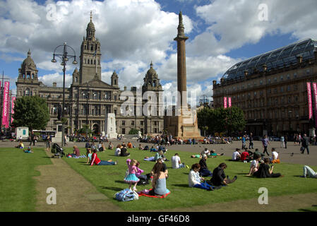 Glasgow, Scotland, UK. 29th July, 2016. Tourists in Scotland finally saw the sun after the month of July failed - Stock Photo