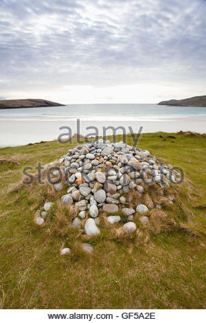The Annie Jane Cairn above West Bay on the Island of Vatersay, Outer Hebrides, Scotland. - Stock Photo