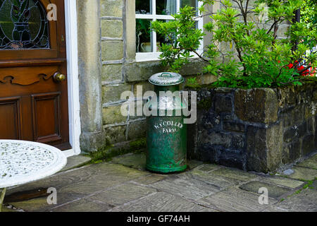 Old milk churn outside a house in Wycoller, Lancashire, England, UK. - Stock Photo
