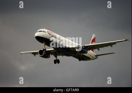 British Airways Airbus A321-231 (G-MEDU) coming in to land at Heathrow airport. - Stock Photo