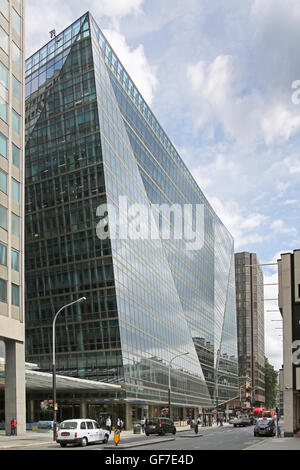 62 Buckingham Gate. A new office building on London's Victoria Street with a striking, angular glazed facade. - Stock Photo