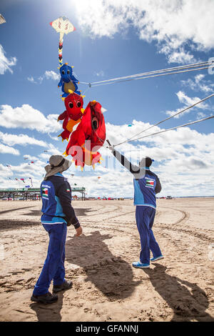 Lytham St Anne, near Blackpool, UK. 30th July, 2016. Kuwait team arrive at this annual seaside festival of Sky Art. - Stock Photo