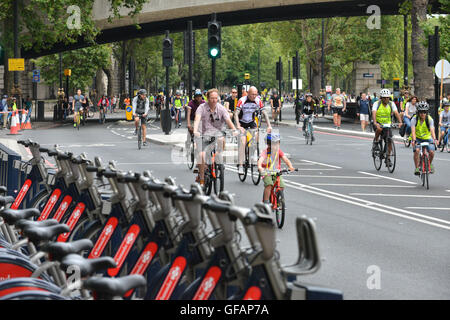 London, UK. 30th July, 2016. Freecycle day, Ride London 2016. Cyclists of all ages riding around central London. - Stock Photo