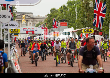 London, England, UK. 30th July 2016.Cyclist participates in the Prudential Ride London FreeCycle event. The route - Stock Photo