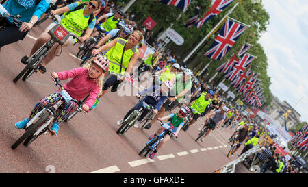 London, UK, 30 July 2016. Prudential RideLondon FreeCycle. Thousands of amateur cyclists took to closed roads of - Stock Photo