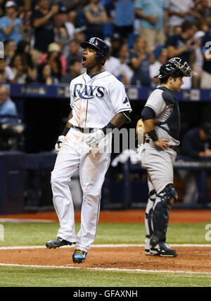 St. Petersburg, Florida, USA. 30th July, 2016. WILL VRAGOVIC | Times.Tampa Bay Rays shortstop Tim Beckham (1) crosses - Stock Photo