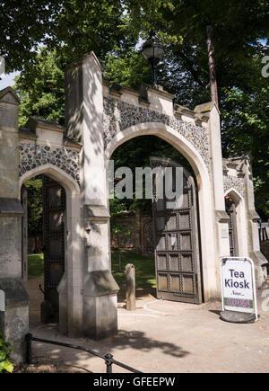 Entrance to, Caversham Court Gardens, Caversham, Reading, Berkshire, England, UK, GB. - Stock Photo