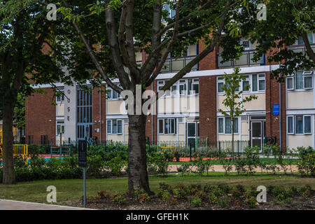 Dudley House, Robsart Street, Brixton – the old front car park now transformed into a beautiful garden and childrens' - Stock Photo