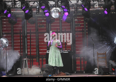 London UK 31 July 2016 Jonny Woo and Le Gateau Chocolat performing live, and free, by the river side with their - Stock Photo