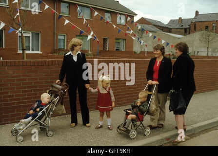 Troubles Northern Ireland Protestant family women chatting in street Belfast 1980s HOMER SYKES - Stock Photo