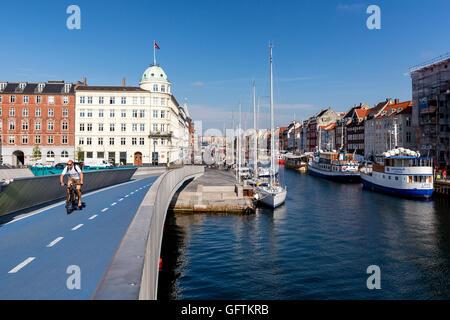 Inderhavnsbroen -  the new Inner Harbour pedestrian and cyclist bridge connecting Nyhavn and Christianshavn, Copenhagen - Stock Photo