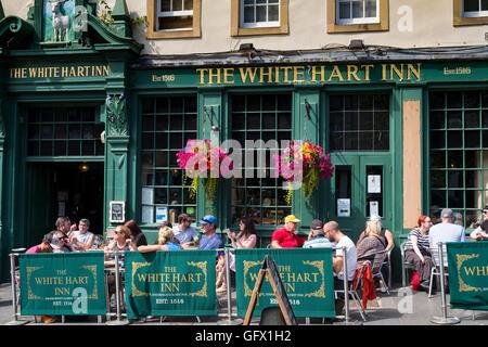Busy White Hart Inn in Grassmarket district of Edinburgh , Scotland, United Kingdom - Stock Photo