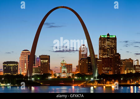 Skyline view of the Gateway Arch in St Louis, Missouri. Image of St. Louis downtown with Gateway Arch at twilight. - Stock Photo